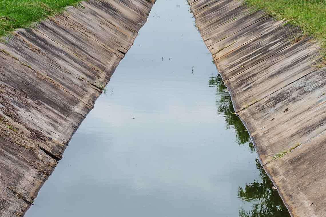 sarasota-roadside-drainage-ditch-dangers1