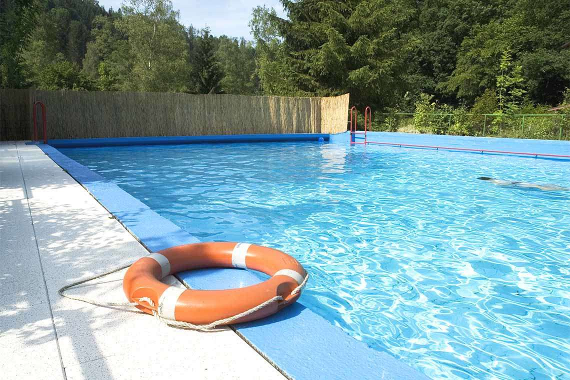 How a New Florida Law Could Make Jacksonville Pools Safer (But Still Fun) Hero Image