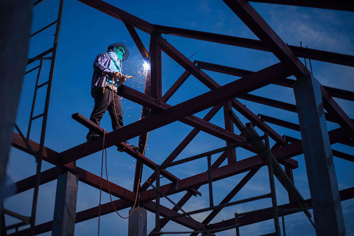4 New Year's Resolutions for Construction Workers Trying to Stay Safe on the Job Hero Image